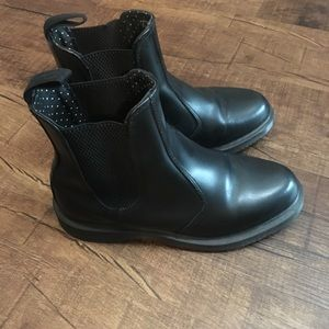 Dr. Martens almost new Chelsea boots